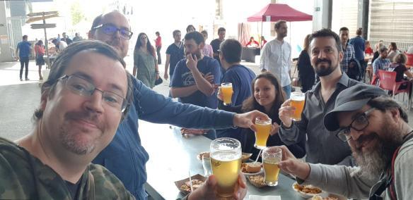 Algunos blogueros cerveceros recreándose